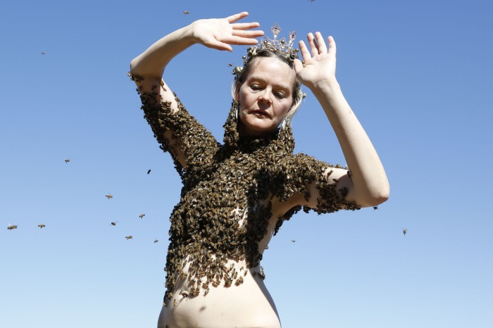 Performance-artist-covers-herself-in-12000-honey-bees