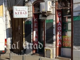 Oferta specială la Roking Kebab din Arad: o șaorma și două palme în loc de ketchup! Deci, ocoliți-l!
