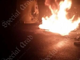 Incendiu pe Cocorilor. Câțiva tineri teribiliști s-au jucat cu focul și au aprins un container (foto)