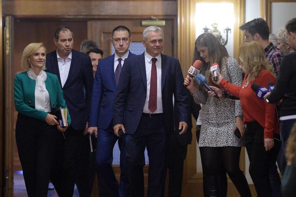 Lideri ai Partidului Social Democrat (PSD), Gabriela Firea, Marian Neacsu, Mihai Fifor si presedintele Liviu Dragnea (de la stanga la dreapta) se indreapta, miercuri 10 Mai 2017, catre sala de sedinte a grupului parlamentar al PSD din Palatul Parlamentului, , pentru a participa la intalnirea membrilor Comitetului Politic Exexutiv, ALEXANDRU DOBRE/MEDIAFAX FOTO