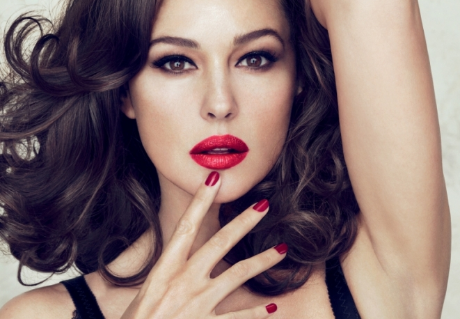 Monica-Bellucci-per-Dolce-Gabbana-Make-Up_main_image_object