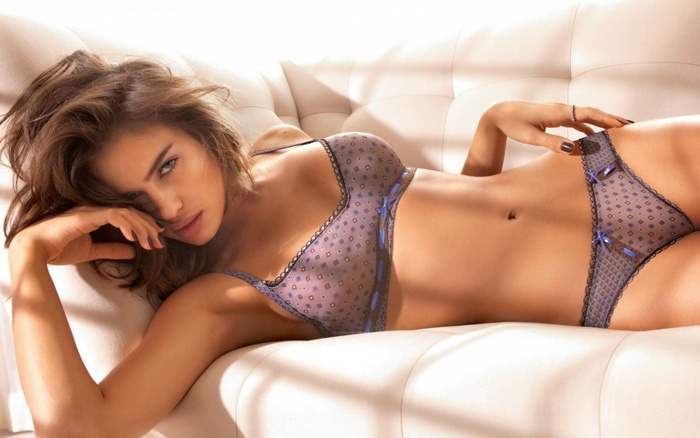 irina_shayk_hot_wallpaper-1680x1050