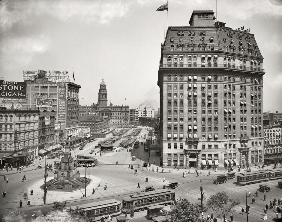 09-Cadillac-Square-Detroit-Michigan-1916