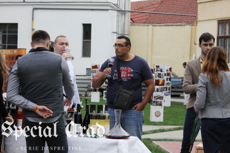 clubul degustatorilor de vin neautorizati expozitie de vin centrul de cultura (10)