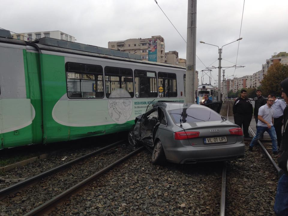 accident in vlaicu tramvai si masina (4)