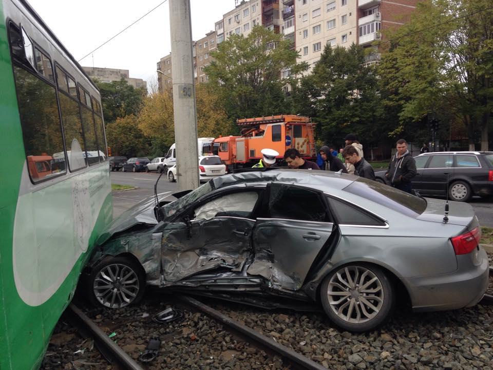 accident in vlaicu tramvai si masina (5)