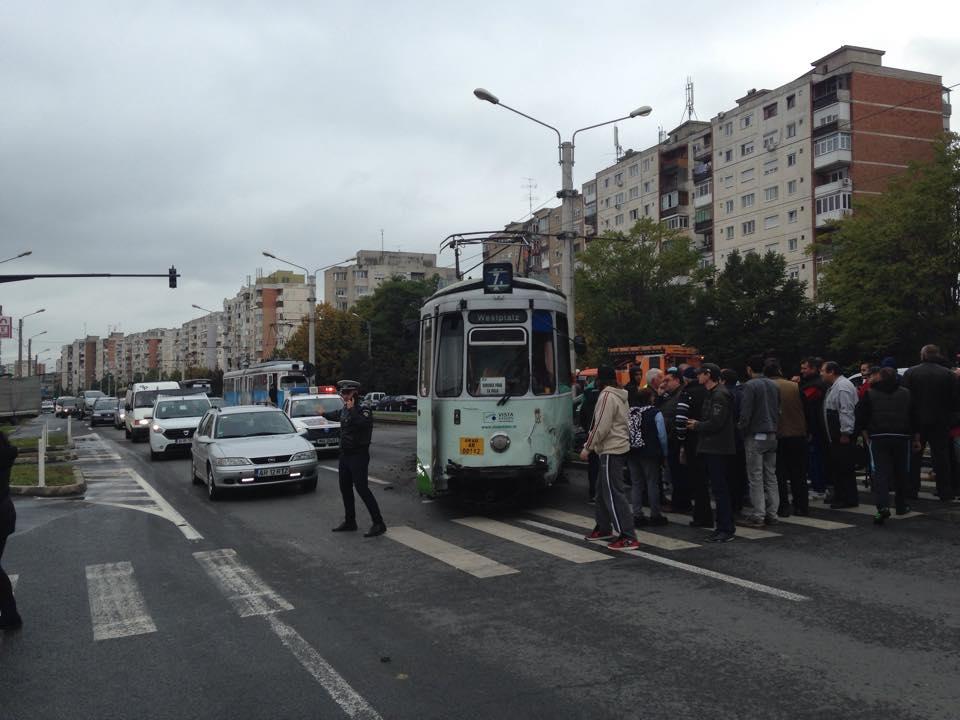 accident in vlaicu tramvai si masina (6)