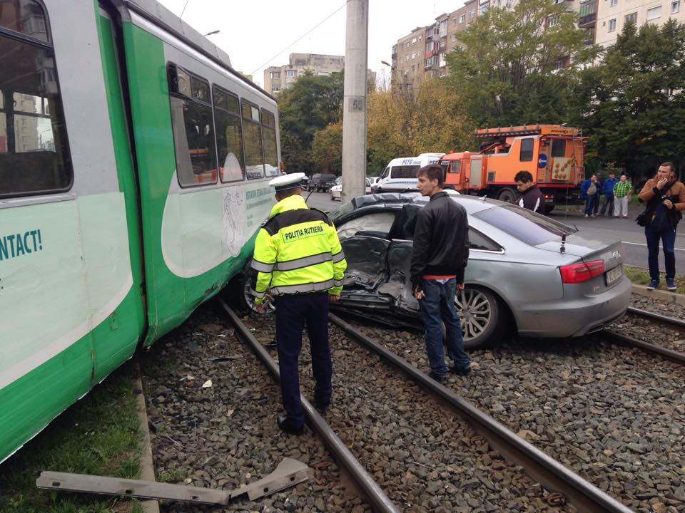 accident in vlaicu tramvai si masina (8)