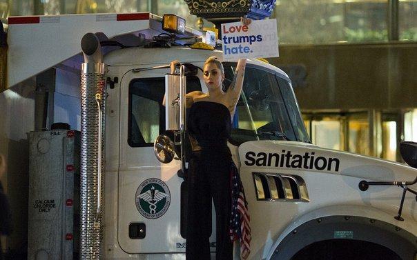 lady-gaga-protest-trump