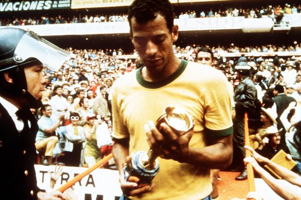 carlos-alberto-collects-the-world-cup-trophy