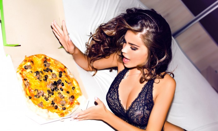 sexy-girl-with-pizza