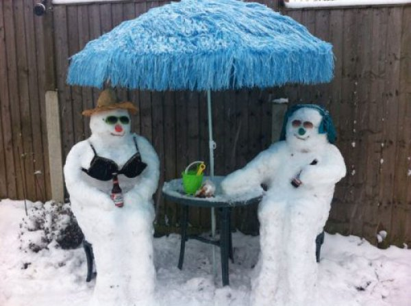 24e2a546c42e77ab503cfad7439c2657-snowman-and-woman-hang-out-drink-beer
