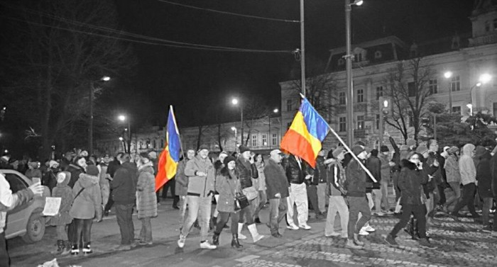 Meanwhile in Arad lumea in strada