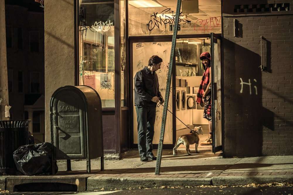 paterson-2016-007-adam-driver-and-marvin-with-method-man-in-doorway