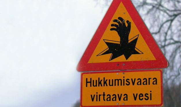 54eab93c708fc_-_02-finland-wacky-road-signs-1