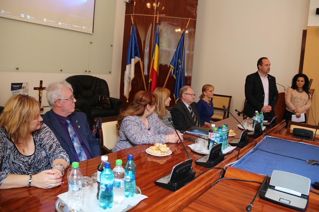 Conferinta-UVVG-ASISTENTA-PRESA (3)