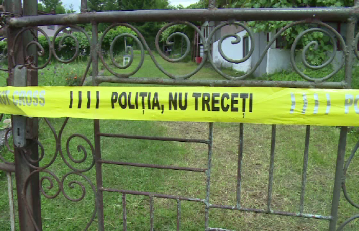 Zguduitoare tragedie într-o localitate din Arad. Sonia, o fetiță de doar 2 ani și patru luni, a murit la joacă, spânzurată în propria glugă agățată de gard