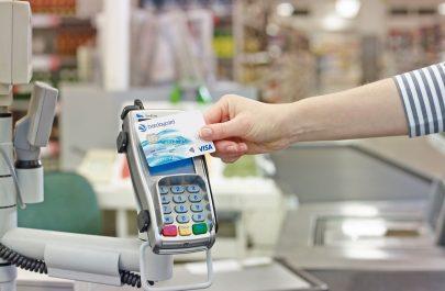 Comisioanele suplimentare la tranzacțiile online vor fi scoase din decembrie