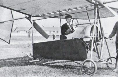 4. Aurel Vlaicu în aparatul model 1911