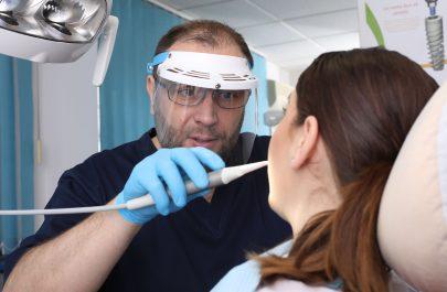 Cabinet dentist Razvan Purcarea, Arad, Romania. Foto: Sebastian Tataru