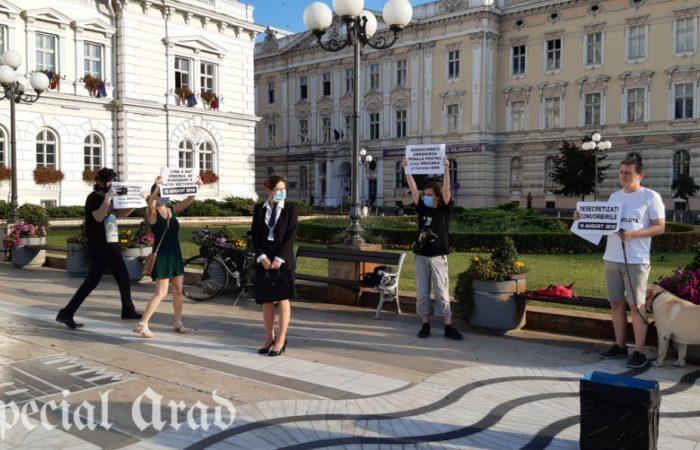 Flashmob în fața Primăriei Arad, în semn de protest față de Dosarul 10 August   Video